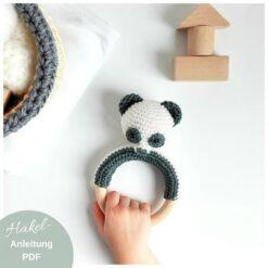 Heartdeco Häkelanleitung Panda Rassel und Wimpelkette