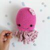 Heartdeco Spieluhr Tintenfisch gehäkelt pink
